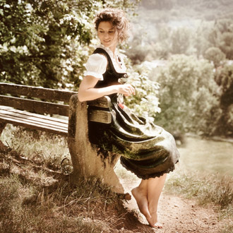 330 Dirndl Couture